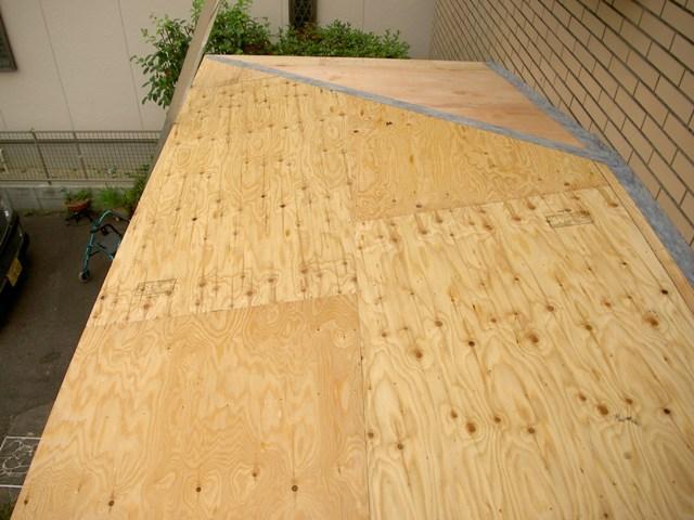 野地板の施工。